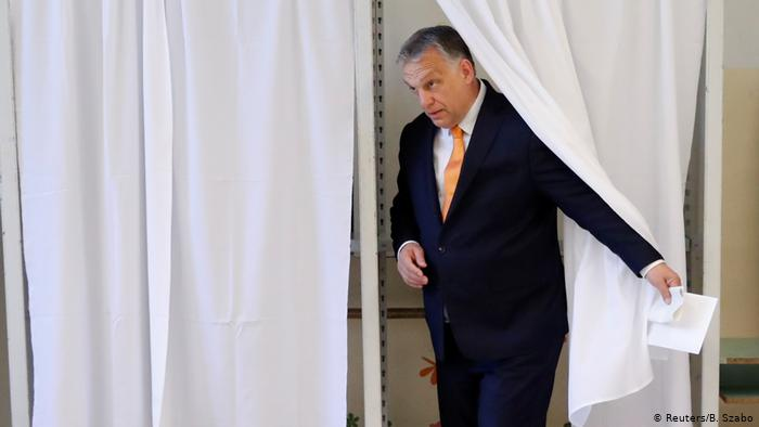 Hungarian Prime Minister Viktor Orban casts his vote in Budeapest. May 26, 2019. (Reuters/B. Szabo)